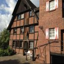 Unsere Ferienwohnung befindet sich in diesem historischen Fachwerkhaus.